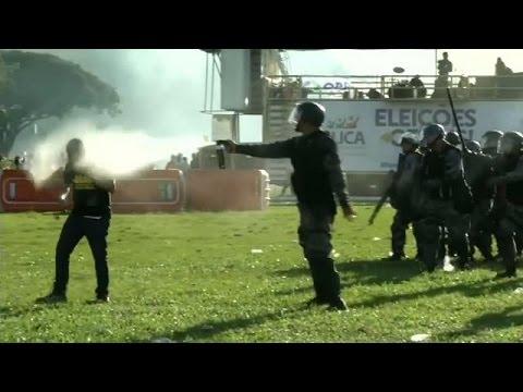 فلسطين اليوم - بالفيديو صدامات عنيفة بين الشرطة ومحتجين في البرازيل