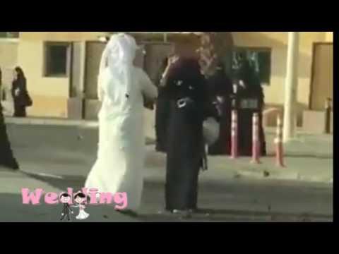 فلسطين اليوم - سعودي يحتفل بتخرج زوجته
