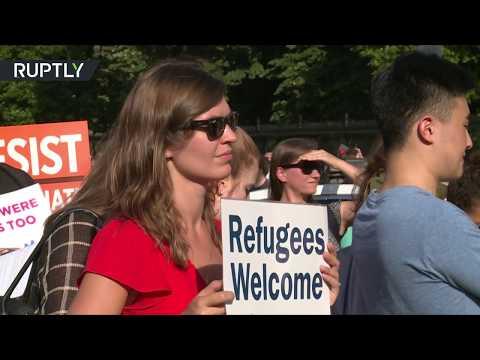 فلسطين اليوم - شاهد الأميركيون يرحبون باللاجئين من أنحار العالم كافة