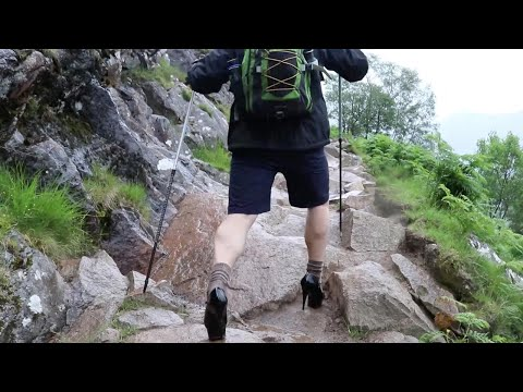 فلسطين اليوم - شاهد طالب بريطاني يتسلّق الجبال بالكعب العالي