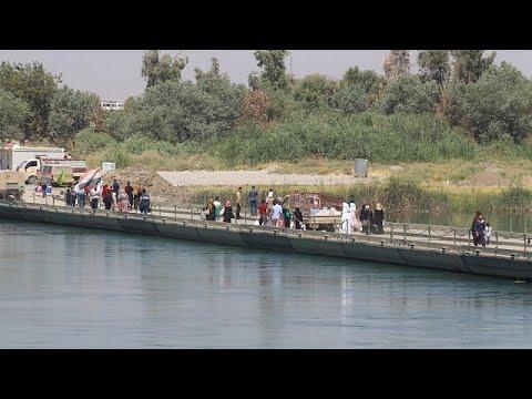 فلسطين اليوم - شاهد جسر النصر الوسيلة الوحيدة لعبور نهر دجلة