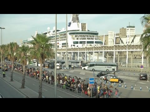 فلسطين اليوم - شاهد برشلونة تتعرض لهجوم سياحي