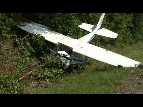 فلسطين اليوم - شاهد كاميرا للشرطة تلقط لحظة تحطم طائرة صغيرة في تكساس