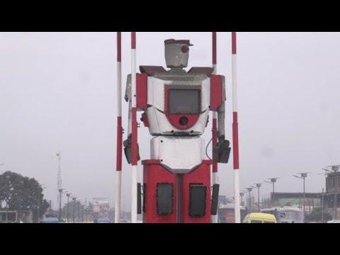 فلسطين اليوم - روبوت لتنظيم حركة المرور في شوارع الكونغو