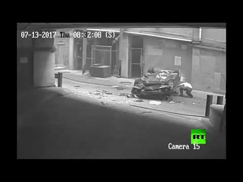فلسطين اليوم - لحظة سقوط سيارة من الطابق السابع