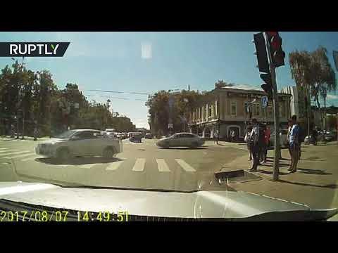 فلسطين اليوم - سائق يطارد سيارته في تيومين الروسية ويثير الجدل