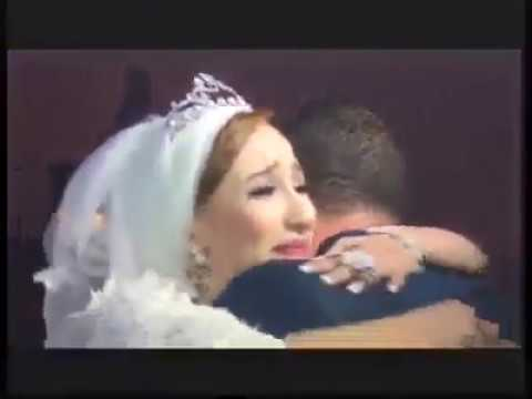فلسطين اليوم - شاهد شاب مهاجر يفاجئ أخته العروس بالعودة لحضور زفافها