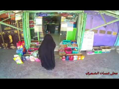 فلسطين اليوم - شاهد لحظة سرقة إمرأة لمعروضات من ماركت