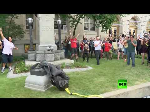 فلسطين اليوم - شاهد إسقاط تمثال كونفدرالي في نورث كارولينا الجنوبية