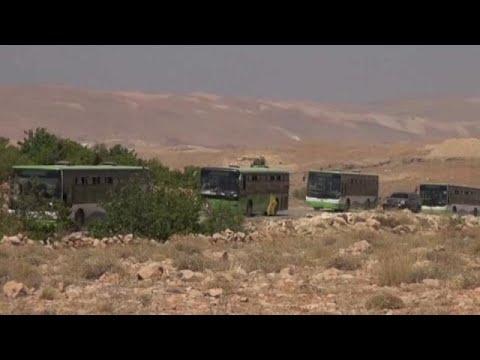 فلسطين اليوم - بالفيديو  مقاتلو سرايا أهل الشام يتجهون من عرسال إلى فليطة