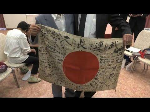 فلسطين اليوم - بالفيديو  محارب أميركي قديم يعيد علمًا يابانيًا إلى أصحابه