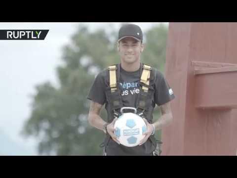 فلسطين اليوم - شاهد نيمار يستعرض مهاراته الكروية