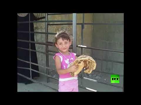 فلسطين اليوم - شاهد حالة مأساوية لسكان الأحياء المحاصرة في دير الزور