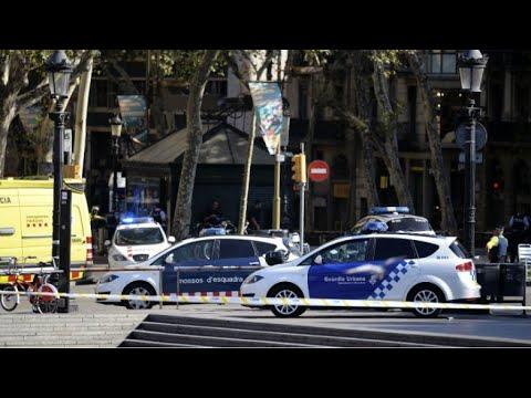فلسطين اليوم - شاهد تفاصيل حادثة دهس عشرات الأشخاص وسط برشلونة
