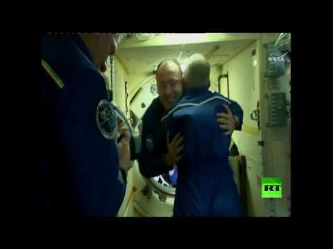 فلسطين اليوم - شاهد لحظة التحام مركبة سويوز إم سي06 بالمحطة الفضائية الدولية