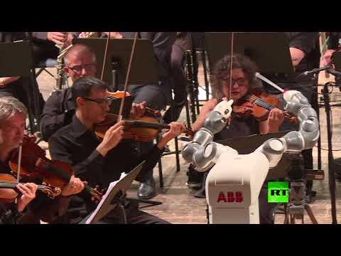 فلسطين اليوم - شاهد بيزا الإيطالية تشهد عرضًا موسيقيًا فريدًا من نوعه