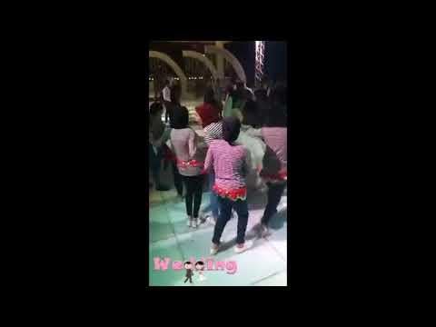 فلسطين اليوم - صديقات العروس يفاجئنها بملابس كاجوال ووصلة رقص