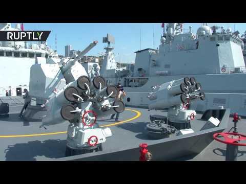 فلسطين اليوم - لحظة وصول سفن حربية صينية إلى فلاديفوستوك الروسية