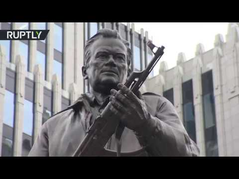 فلسطين اليوم - إزاحة الستار عن تمثال ميخائيل كلاشينكوف في وسط موسكو