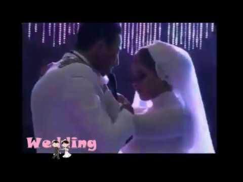 فلسطين اليوم - شاهد عريس يفاجئ عروسه بأداء رائع لأغنية من تأليفه