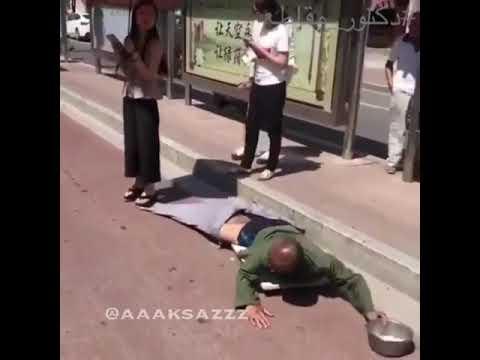 فلسطين اليوم - شاهد فتاة تكشف خدعة متسول بـالصدفة