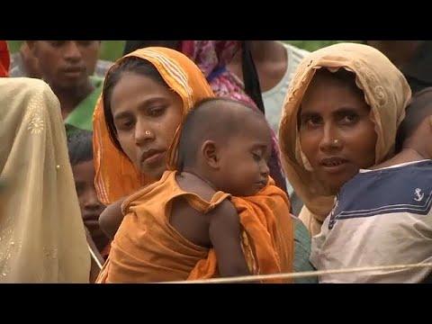 فلسطين اليوم - شاهد لاجئو الروهينغا ينتظرون معونات الإغاثة في بنغلادش