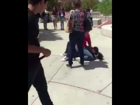 فلسطين اليوم - شاهد طالبة تلقن زميلتها علقة ساخنة
