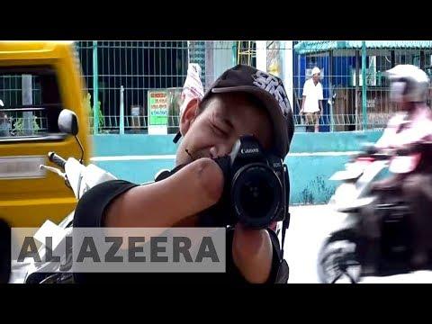 فلسطين اليوم - شاهد مصور محترف بدون يدين وساقين يبهر الإنترنت بصوره