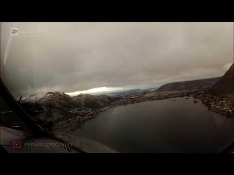 فلسطين اليوم - طيار يصور لحظة هبوط طائرة وسط الغيوم