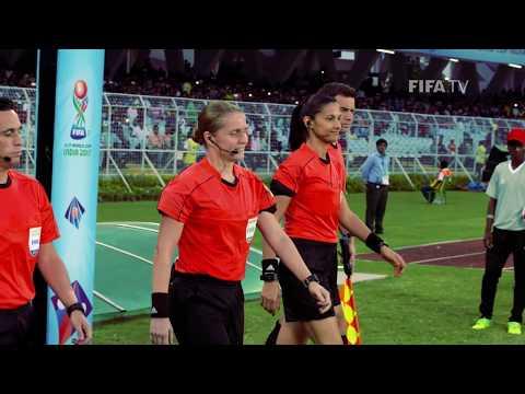الفيفا يحتفل بأول حكم من النساء في نهائيات كأس العالم