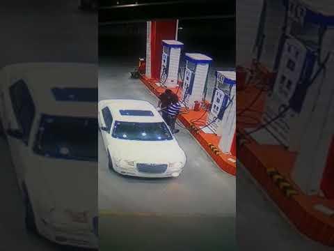 فلسطين اليوم - شاهد لحظة اختطاف 3 شباب لعامل في محطة وقود