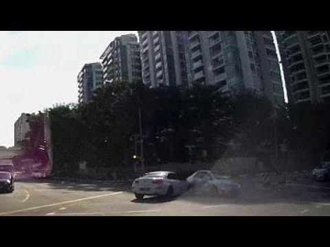 فلسطين اليوم - شاهد شبح سيارة يظهر فجأة على الطريق