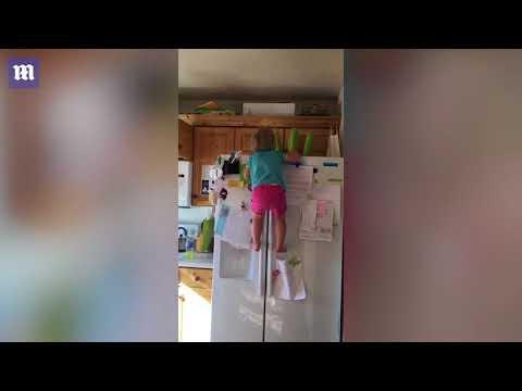 فلسطين اليوم - شاهد الطفلة العنكبوتية تشعل مواقع التواصل