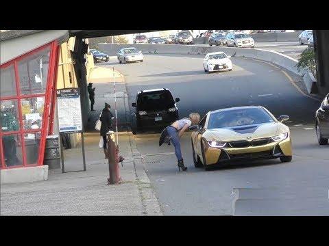 فلسطين اليوم - شاهد فتاة تنهار أمام سيارة ذهبية لأحد الشباب