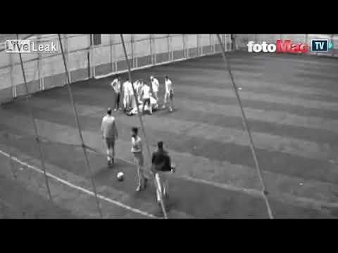 شاهد لحظة وفاة معلم أثناء لعبه كرة القدم مع زملائه