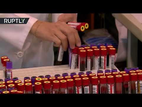 إيرانيون يتبرعون بالدم لمساعدة ضحايا زلزال كرمانشاه
