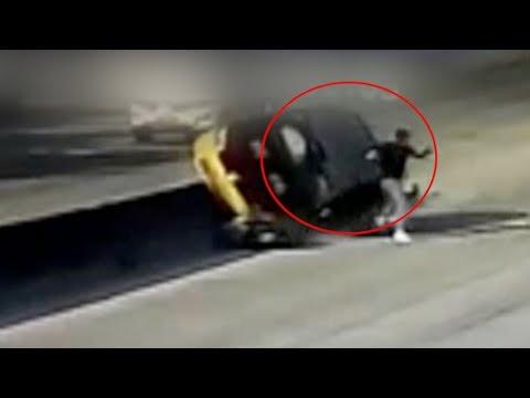 شاهد سائق موتوسيكل ينجو بأعجوبة من الموت