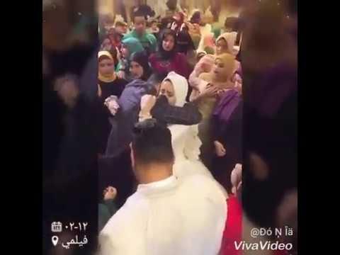 شاهد عروس يتيمة تتسبب في بكاء المعازيم لحظة وداعها لأشقائها