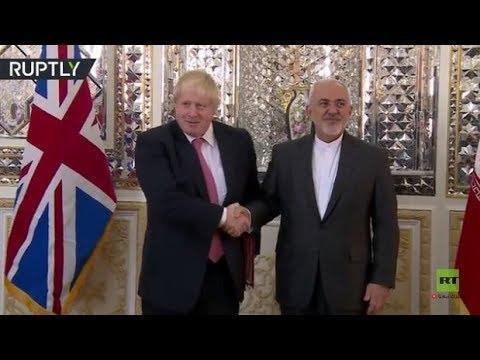 شاهد محمد جواد ظريف يستقبل نظيره البريطاني جونسون في طهران