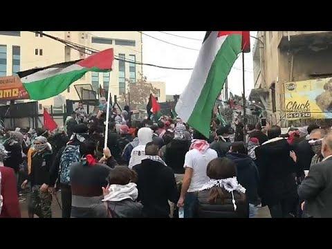 شاهد مظاهرات عنيفة تحيط السفارة الأميركية في بيروت