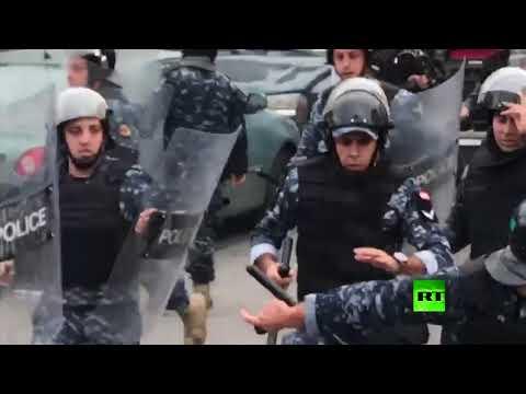 شاهد الأمن اللبناني يفرق مظاهرة قرب السفارة الأميركية
