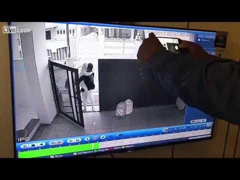 لحظة اختطاف طفل من منزله بطريقة مروعة