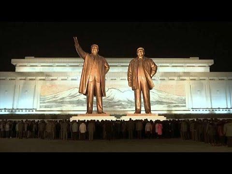 شاهد كوريا الشمالية تُحيي الذكرى السادسة لوفاة زعيمها الراحل
