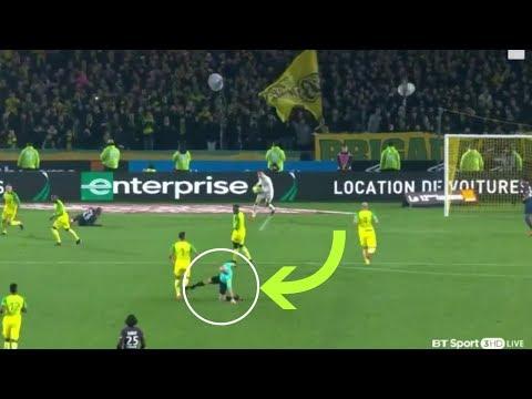 بالفيديو حكم فرنسي يطرد لاعب فشل في عرقلته