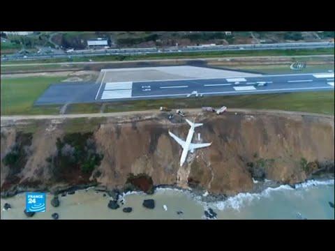 شاهد انحراف طائرة تركية عن مدرجها في مدينة ساحلية