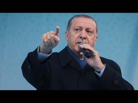 شاهد أردوغان يهدد بمهاجمة بلدة عفرين السورية التي يسيطر عليها الأكراد
