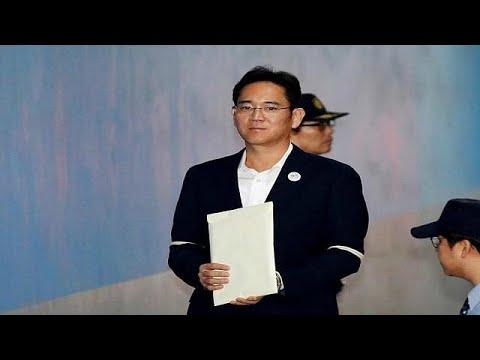 شاهد  إطلاق سراح وريث شركة سامسونغ في كوريا الجنوبية غاي واي لي