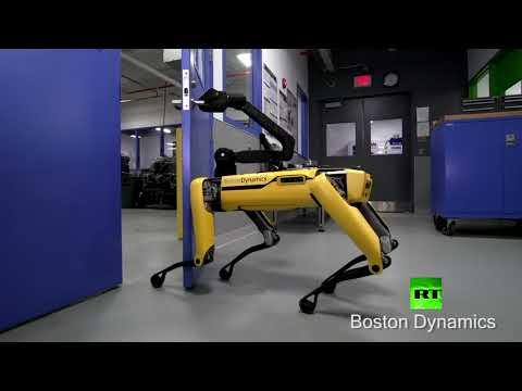 شاهد روبوت يفتح الباب لزميله