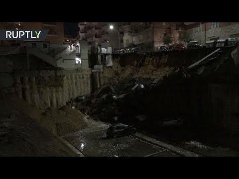 شاهد حفرة عملاقة تبتلع 6 سيارات في روما