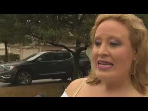 امرأة تحتفل بطلاقها من زوجها الخائن ببيع ممتلكاته